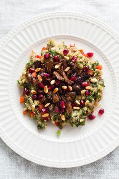 Salade d'aubergines (Muttabal), agneau effiloché et noix de pin grillées