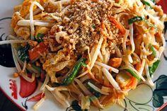 Pad thaï authentique Thai Recipes, Whole Food Recipes, Healthy Recipes, Healthy Food, Mets, International Recipes, Tofu, Japchae, Stir Fry