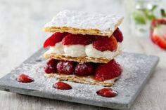Recette de Mille feuille aux fruits pochés, crème vanillée et sauce mojito fraise