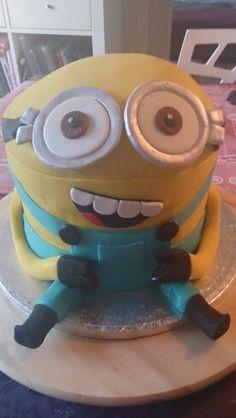 Minion cake by Laura R