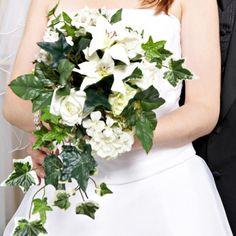 Bouquet de mari e retombant avec du lierre blanc et vert for Bouquet de fleurs wine