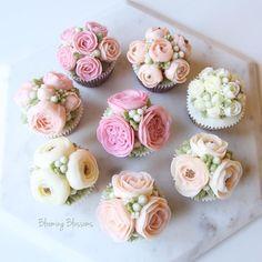 Lovely Flowers🌸✨💖_  #bloomingblossoms #flowercake #buttercream #koreanbuttercream #flowers #flowerstagram #handmade #cake #instacake #cupcakes #wedding #birthday #wilton #gift #event #bridalshower #LA #LAbakingclass #LAflowercake #플라워케이크 #버터크림플라워케이크 #꽃 #꽃스타그램 #엘에이 #LA플라워케이크 #엘에이플라워케이크