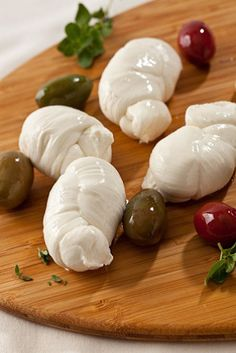 Hand Made Knots Fresh Mozzarella, Wine Recipes, Knots, Appetizers, Menu, Homemade, Make It Yourself, Drink, Vegetables