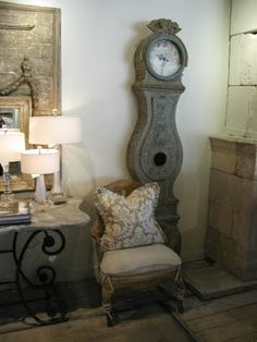 Décor de Provence...I want one of these clocks