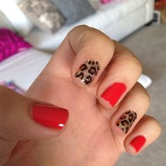Pink and leopard nails. Inspired by Hannah from Pretty little liars. Love!