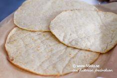 Tortilla LCHF @ – 3 stora tortillas: 2 dl mjölk 2 ägg 50 g riven ost Low Carb Recipes, New Recipes, Snack Recipes, Cooking Recipes, Snacks, Low Carb Bread, Fajitas, Family Meals, Food Inspiration