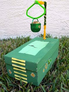 A glittery pot of gold is sure to attract a mischievous leprechaun into this shoebox-based trap.  Source: Marshmallow Mudpie