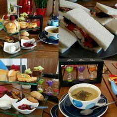 High tea. Una tradizione inglese per la merenda a base di dolcetti e tartine salate.