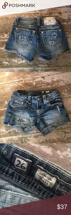 💙Miss Me Denim Frayed Shorts💙Size 26 Miss Me Denim Factory Frayed Signature Shorts. These were my 1st purchase on Poshmark and we loved them. Unfortunately my daughter has outgrown them now ..😢 even though they were worn many times, there are no flaws to speak of. Super cute, flattering and comfy. From Buckle. Distressed with Cute Pattern Peeking through. 😍 Any ? Please ask! Miss Me Shorts Jean Shorts
