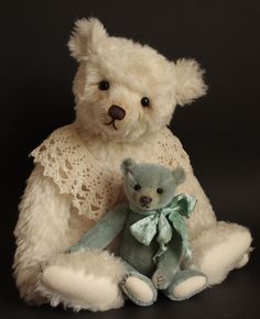 "Lilliana (20"") & Tishka (10"") Humble-Crumble Bears - www.victoriaallum.co.uk"