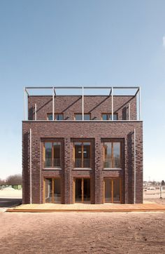 haus co / theis janssen – architect BDA - Architectuur Gebouwen Brick In The Wall, Brick Architecture, Classical Architecture, Facade Design, House Design, Architecture Classique, Facade House, Brickwork, Classic House
