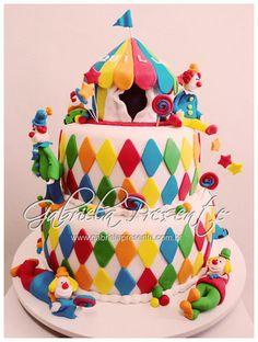 Bolo Circo - Circus cake Circus Birthday, Circus Party, Birthday Party Themes, Birthday Cakes, Clown Cake, Wedding Body, Circus Wedding, Contemporary Dance, Modern Dance