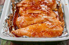 安くておいしいとり胸肉に、これまでにないガーリックチキンが登場!!しかもほとんどオーブンにお任せ。リピート間違いなしです。