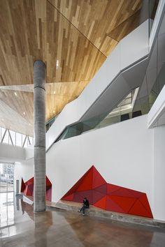 Lernen im Kühlhaus - Unigebäude in Montreal interior shots nice. exterior does not match interior-inconsistency