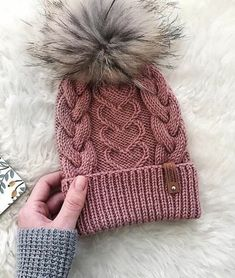 Crochet Patterns Wear Wire Wrapped Stone Necklace I need one of these to put my pebble my love found m… Baby Hats Knitting, Loom Knitting, Knitted Hats, Knitting Designs, Knitting Patterns Free, Knit Patterns, How To Start Knitting, Knitting For Beginners, Crochet Baby