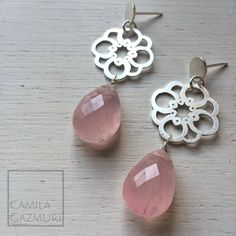 Aritos de plata con cuarzo rosa.  Valor: $42.000