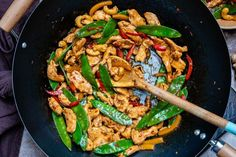 You can make this easy chicken stir-fry in a wok, or a cast iron pan, in just 15 minutes. This is a healthy cooking method which any home chef should grasp. Crockpot, Easy Chicken Stir Fry, Creamy Macaroni And Cheese, Stir Fry Recipes, Wok Recipes, Cheap Recipes, Recipes Dinner, Homemade Teriyaki Sauce, Low Carb Appetizers