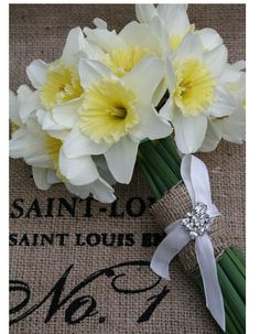 daffodil bouquet wedding. i kind of love these flowers, even though they're so commonplace.