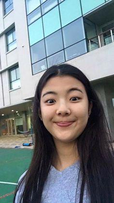 Kpop Girl Groups, Korean Girl Groups, Kpop Girls, South Korean Girls, K Pop, Dragon Family, Gfriend Sowon, Airport Style, Photos