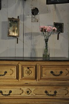 18th painted chest of drawers Espace Nord Ouest  www.espacenordouest.com