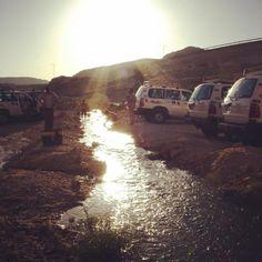 Chebika (em árabe: الشبيكة) é uma aldeia e um oásis de montanha situado no sudoeste da Tunísia na província (gouvernorat) de Tozeur. A aldeia atual encontra-se nas proximidades da antiga aldeia abandonada em 1969 após grandes inundações que provocaram mais de 400 mortos em toda a Tunísia. E é um local esplendoroso! :) #chebika #tozeur #tunisia #oasis #deserto #viagens #viajar