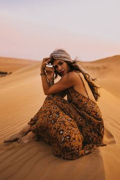Fragrance: The Original Christmas Gift. A Journey into its source. Glam Photoshoot, Photoshoot Themes, Outdoor Photography, Photography Poses, Desert Fashion, Egypt Travel, Boho Headband, The Beautiful Country, Belly Dancers