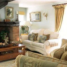 Traditional Living Room With Floral Sofa And Curtains | Pinterest |  Wohnzimmer Grün, Sisalteppich Und Cottage Garten