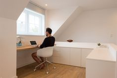 Home Office Closet, Attic Office, Office Nook, Men's Home Offices, Teenage Room, Study Space, Bedroom Loft, Little Houses, Sweet Home