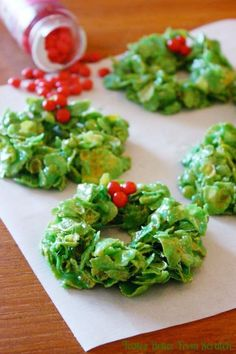 Christmas cornflake wreaths! Perfect for any party or gathering!