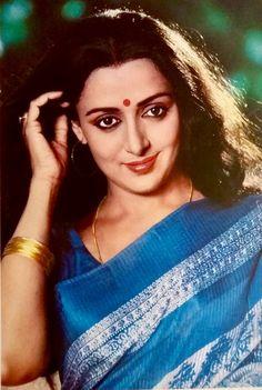 Hema Malini Vintage Bollywood, Indian Bollywood, Bollywood Stars, Indian Heroine, Bollywood Pictures, Hema Malini, Indian Goddess, Indian Makeup, Most Beautiful Faces