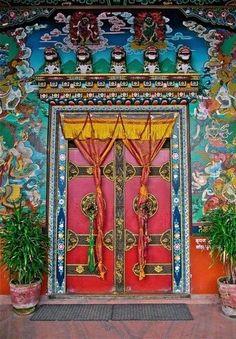 DOOR VERY COLORFUL