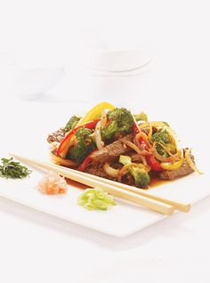 Stir-Fried Beef with Lemongrass Recipes Asian Recipes, My Recipes, Beef Recipes, Ethnic Recipes, Lemongrass Recipes, Lunches And Dinners, Meals, Ricardo Recipe, Fried Beef