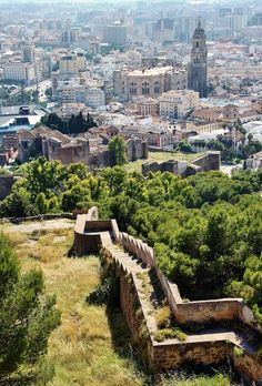 Vistas de la Alcazaba desde el castillo de Gibralfaro en Málaga.