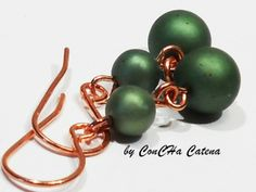 Ohrhänger rosegold matt-grüne Frischwasserperlen von ConCHa Catena auf DaWanda.com