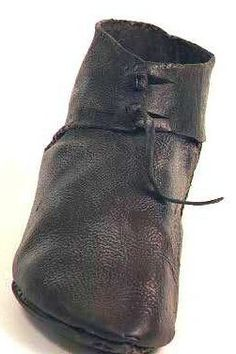 Medieval shoe 3(Beta Muuseum Collection, Torronto, Ontario) Bata Shoes, Schuster, Old Shoes, Medieval Clothing, Baskets, Vintage Shoes, Leather Working, Designer Shoes, Leather Shoes