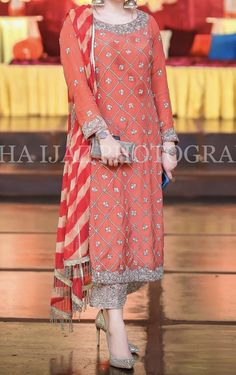 Pakistani Party Wear Dresses, Shadi Dresses, Pakistani Wedding Outfits, Pakistani Dress Design, Indian Designer Outfits, Indian Outfits, Designer Dresses, Designer Wear, Stylish Dresses