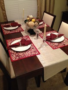 $1 dollar placemats on sale at target! Christmas Dining Table, Christmas Table Decorations, Dinning Table, Decoration Table, Table Set Up, Apartment Interior Design, Table Arrangements, Table Runners, Centerpieces