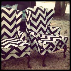 black & white chairs.... die! love it!