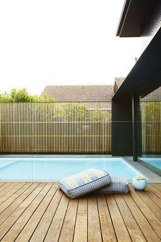 The Ultimate Guide pool deck fencing ideas tips for 2019 Swimming Pools Backyard, Swimming Pool Designs, Pool Decks, Pool Landscaping, Pool Spa, Garden Pool, Modern Hot Tubs, Simple Pool, Courtyard Pool