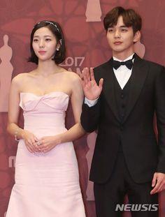 유승호.기사사진) 171230 MBC 연기대상 최우수상 유승호 : 네이버 블로그 Most Handsome Korean Actors, Yoo Seung Ho, Strapless Dress Formal, Formal Dresses, Robot, Chic, Fashion, Dresses For Formal, Shabby Chic