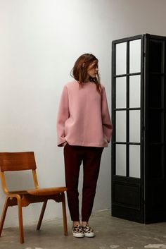 Nicholson Fall/Winter fashion 2013: Pink jumper, burgundy pants and leopard animal print Vans sneakers - Perfect look for a street style in Paris Fashion Week - Outfit ideas and inspiration - #fashion #outfit