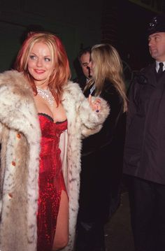 Geri looking her absolute best. Ginger Spice Girl, Viva Forever, Emma Bunton, Baby Spice, Geri Halliwell, Spice Girls, Girl Bands, Business Fashion, Spice Things Up