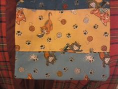 Um dos lados da bolsa - retalhos de tecidos dos Gatos Sapecas.