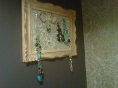 DIY jewelery organizer www.ilovebeautyonabudget.weebly.com