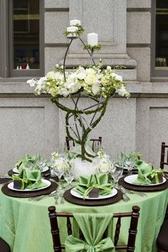 Premiere Events- Frederick (Event Rentals and Design) Apple Crinkle linen with Brown Crinkle runner, Walnut Chiavari Chairs with Brown cushions and Apple Crinkle chair sashes, Brown Rattan chargers with White Porcelain china and Apple Crinkle dinner napkins. (C) Anna Kerns Photography