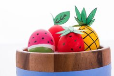 Create bright fruit eggs for Easter with this tutorial.