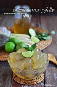 Violet's Kitchen ~♥紫羅蘭的爱心厨房♥~ : 香茅果冻 Lemongrass Jelly with Mint Honey Syrup Jelly Desserts, Jelly Recipes, Asian Desserts, Sweet Desserts, Chocolate, Thai Dessert, Honey Syrup, Bakery Recipes, Molecular Gastronomy