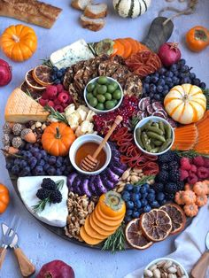 Apr 2020 - cheese board is lookin' like a snack. 😍🧀 This autumn-themed board is the perfect holiday appetizer with a little something for everyone. We have everything you need to create you very own cheese board! Charcuterie Recipes, Charcuterie Platter, Charcuterie And Cheese Board, Cheese Boards, Cheese Board Display, Charcuterie Display, Halloween Appetizers, Holiday Appetizers, Appetizer Recipes