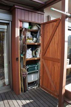 ウッドデッキに物置収納を手作り | | カイテキ!やっちゃえDIY!! Tall Cabinet Storage, Shed, House, Outdoor, Furniture, Home Decor, Garden, Handmade, Outdoors