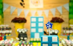 Caio 5 anos - Detetive do Prédio Azul - 20150718-6710 Birthday Cake, Desserts, Food, Chocolate Pops, 5 Years, Fiestas, Tailgate Desserts, Deserts, Birthday Cakes